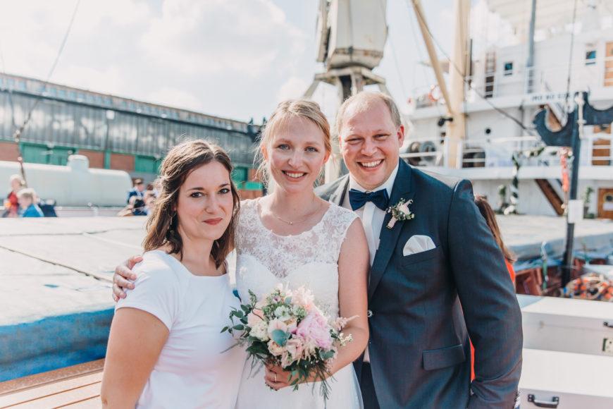 freie Rednerin und Brautpaar