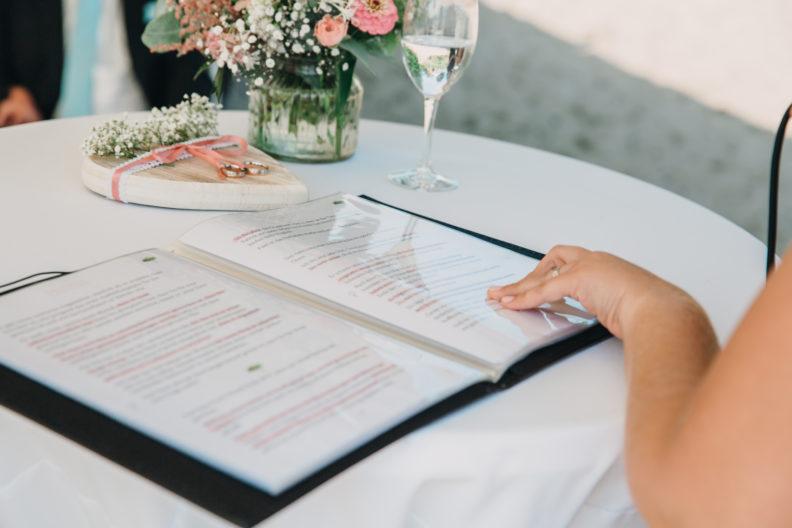 Traurede, fertige Zeremonie, geschriebene Rede für das Brautpaar
